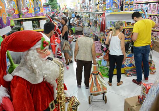 Lojas de C. Mourão com horário especial no sábado