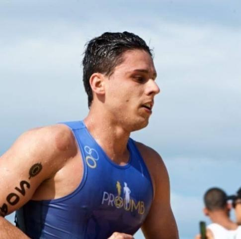 Triatleta mourãoense busca apoio para competir na Suíça
