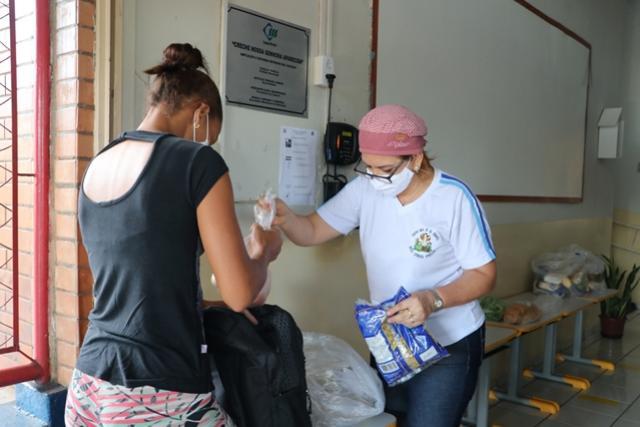 Município realiza segunda entrega de kits alimentação escolar