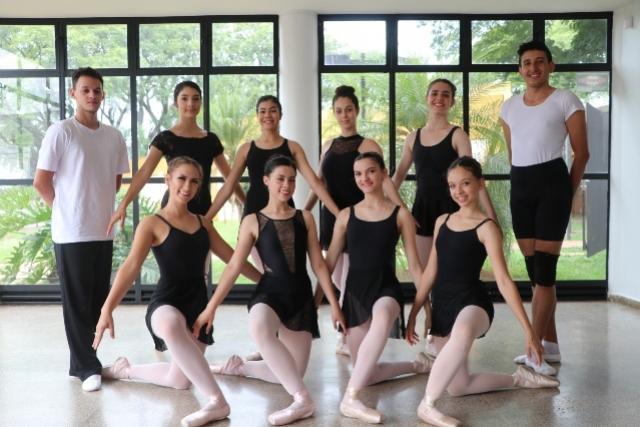 Academia de Ballet forma 10 novos bailarinos em Campo Mourão