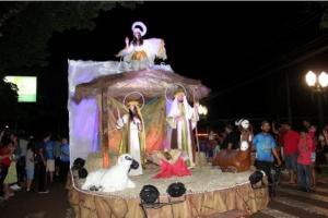 Cortejo natalino no centro de Campo Mourão neste sábado, 07