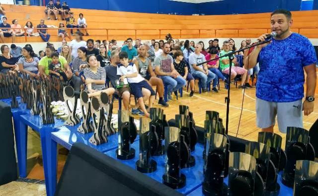 Viptech Campo Mourão Basquete faz festa de encerramento da temporada no Ginásio JK