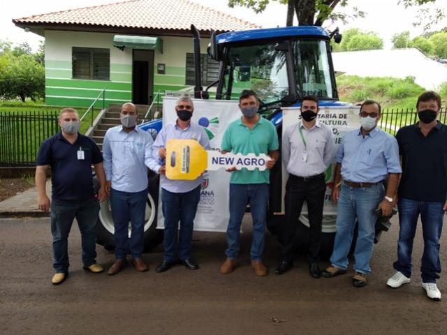 Programa Trator Solidário: Entregue primeiro trator agrícola neste ano no município de Barbosa Ferraz