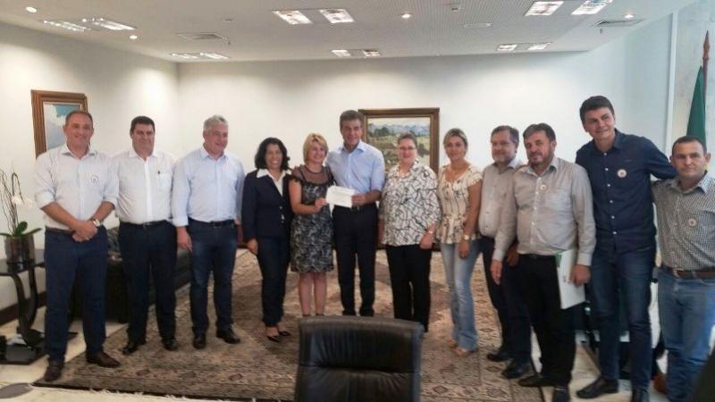 Richa atende solicitação da Comcam e  libera R$ 900 mil para usina de asfalto