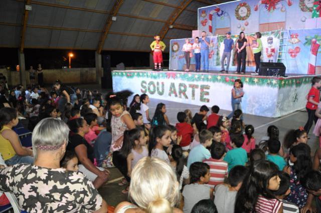Sou Arte estreou novo espetáculo em escola de bairro de Campo Mourão