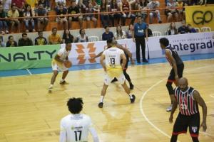 Em jogo de duas prorrogações, Oral Sin Campo Mourão Basquete vence o São Paulo