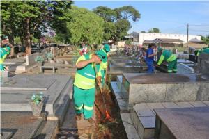 Operação Limpeza no Cemitério Municipal de Campo Mourão