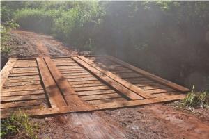 Ponte é recuperada na área rural de Campo Mourão