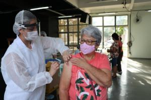 Campo Mourão prossegue vacinação contra Covid para faixa etária de 67 anos neste sábado, 10