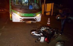 Motociclista que bateu de frente com circular morre no hospital