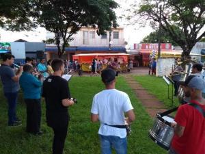 Banda Municipal de Campo Mourão se apresenta em locais públicos para marcar os 60 anos