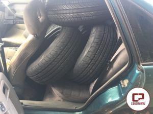 Polícia Rodoviária Estadual de Assis Chateaubriand apreende pneus contrabandeados do Paraguay