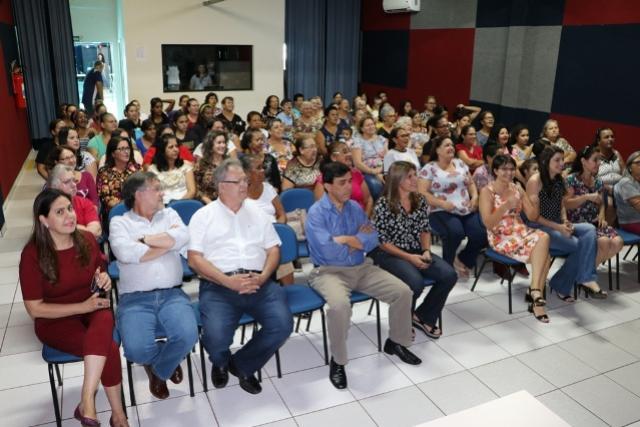 Participantes de clubes de mães recebem homenagem em Campo Mourão