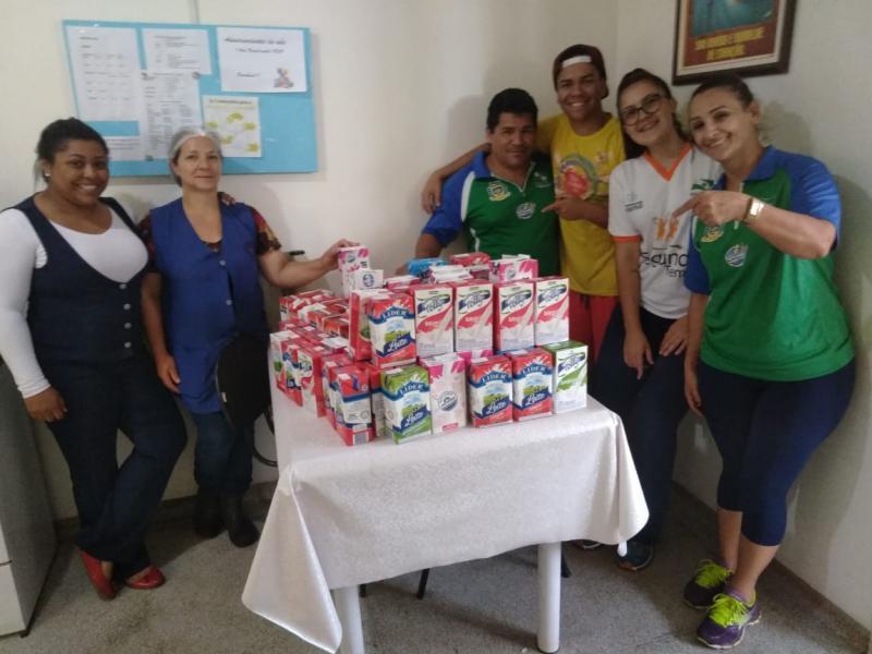 Leite arrecadado na Corrida de Rua - FECAM foi doado para o Instituto do Câncer de Campo Mourão - INCAN