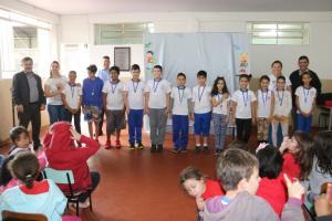 Os alunos da Escola Municipal Parigot de Souza  receberam a premiação dos Jogos Primários nesta quarta, 10