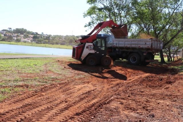 Serviços de manutenção estão sendo executados no Parque do Lago em Campo Mourão