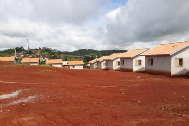 Obras de moradias para famílias carentes avançam na região de Campo Mourão