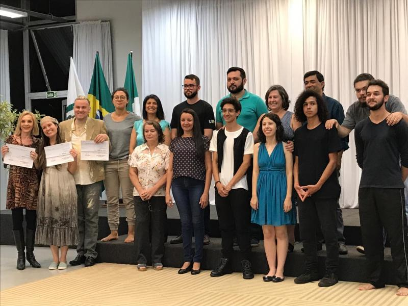 Vencedores do Concurso de Poesias em Campo mourão recebem premiação