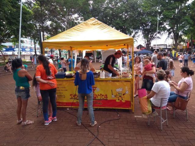 Município disponibiliza mais 13 espaços de comércio na praça no período natalino em Campo Mourão