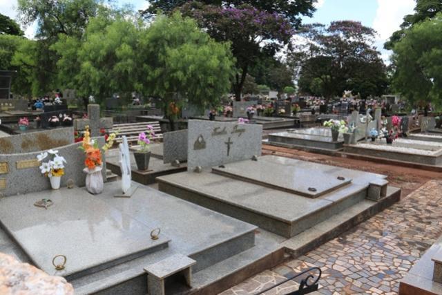 Recadastramento de Lotes segue suspenso no Cemitério Municipal de Campo Mourão