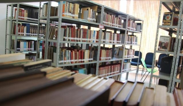 Biblioteca de Campo Mourão troca multa por atraso na devolução de livros por alimentos