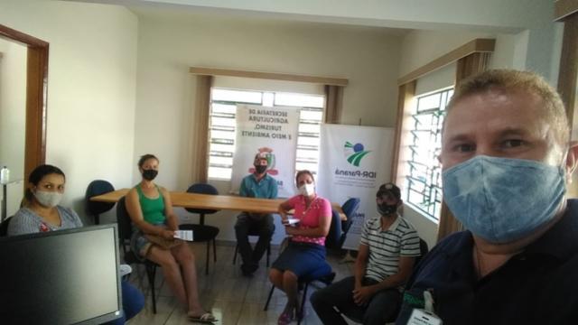 Em Barbosa Ferraz famílias recebem a última parcela do Programa Família Paranaense - Renda Agricultor Familiar