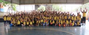 Alunos do projeto Basquete Cidadão recebem uniformes