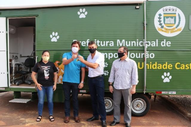 Castramóvel é entregue na SEAMA e será repassado a Associação Protetora de Animais de Campo Mourão