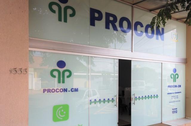 Secretário Executivo do Procon de Campo Mourão visita agências bancárias
