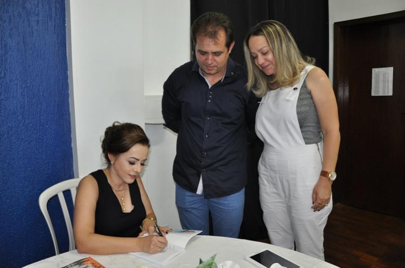 Fogo e Chuva foi lançado no  Sesc em noite de autógrafos em Campo Mourão