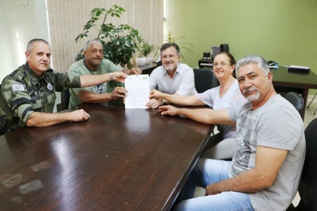 Diretoria da Associação de Moradores da Vila Rural faz reivindicações em C. Mourão