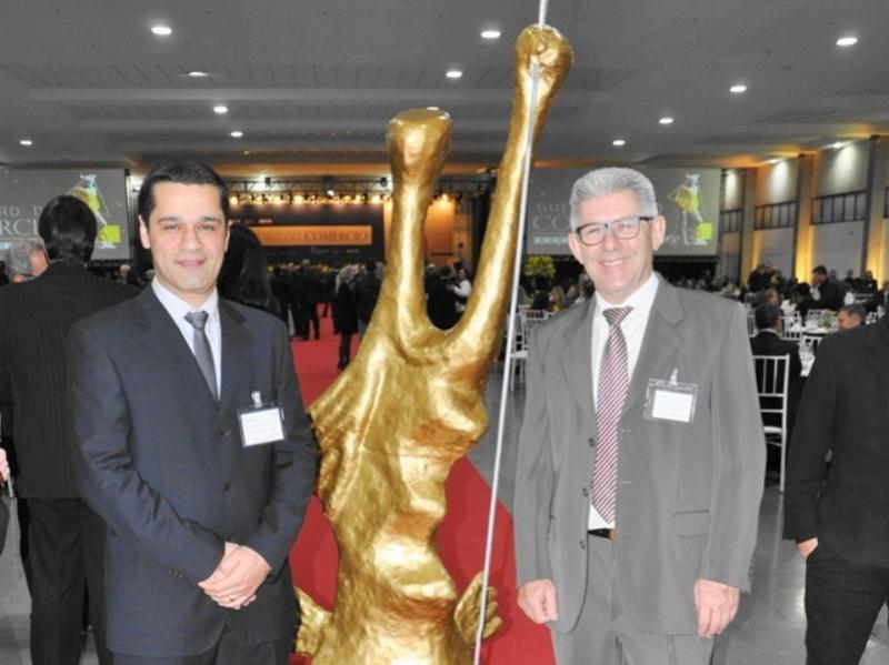 Empresário de Campo Mourão  recebeu troféu da Fecomércio
