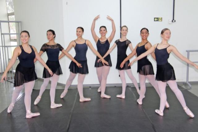 Formatura de sete bailarinas nesta sexta-feira, 16 em Campo Mourão
