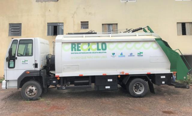 Caminhão para Coleta de Lixo Reciclável é entregue para a Cooperesíduos em C. Mourão