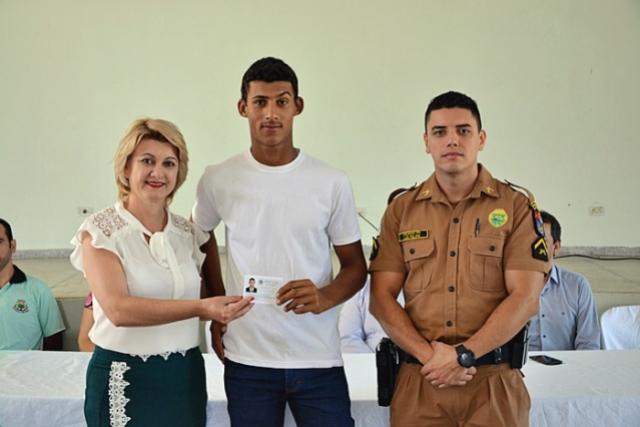 Prefeitura faz entrega de certificados aos reservistas em Farol