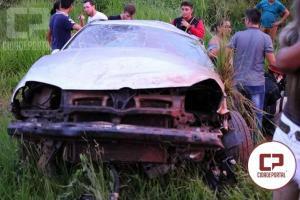 Veículo capota e deixa três pessoas feridas na BR-272 entre Campo Mourão e farol