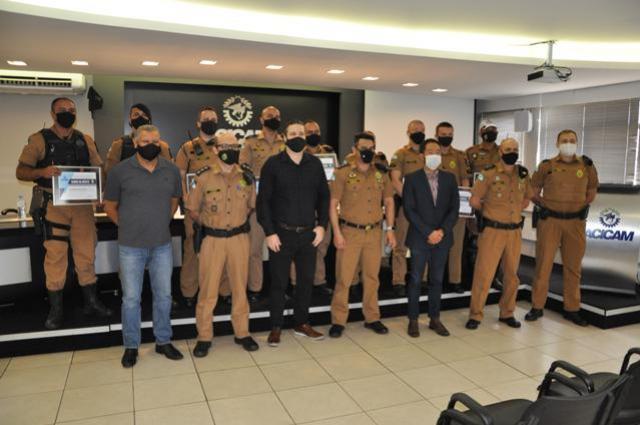 Reconhecimento: Acicam e entidades empresariais homenageiam policiais militares
