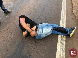 Ao tentar escapar, traficante arrasta policial por vários metros, leva tiro e acaba preso