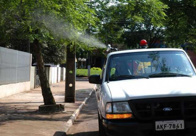 """""""Fumacê"""" contra a dengue será concluído neste sábado em 11 bairros de Campo Mourão"""