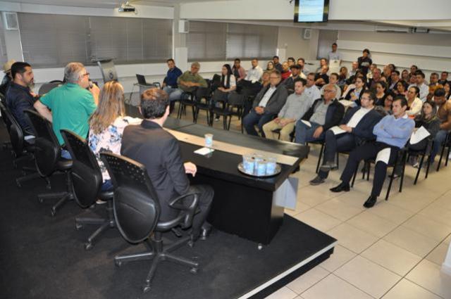 Notificações e multas levam sindicatos patronais a se reunirem com contadores em C. Mourão