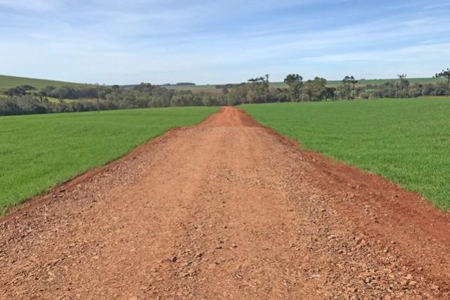 Estradas Rurais recebem melhorias nas Barras e no Piquirivaí, em Campo Mourão