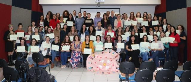 Servidores da Ação Social e de Saúde de C. Mourão receberam certificados do curso Justiça Restaurativa
