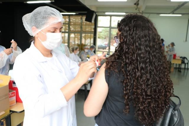 Vacinação contra Covid-19chegaà faixa etária de 20 anos em Campo Mourão