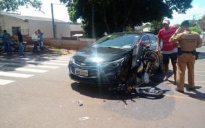 Motorista invade preferencial e causa acidente deixando 2 feridos