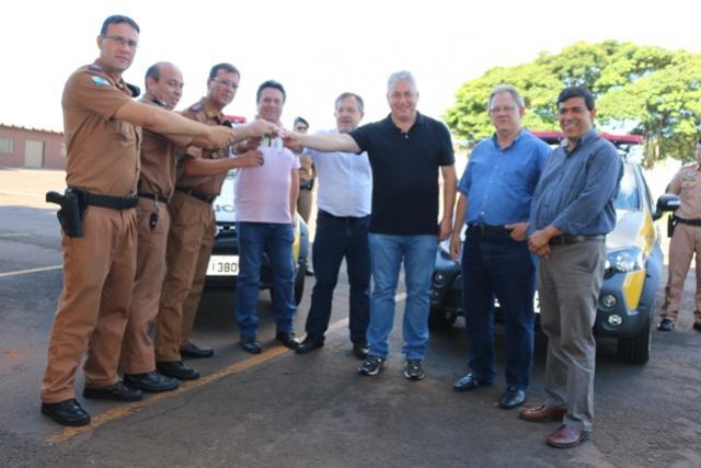 Douglas Fabrício participa de entrega  de três novas viaturas a Polícia Militar