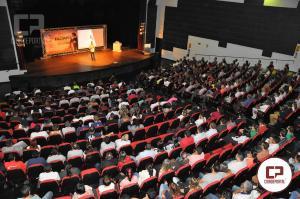 Palestra Limites Extremos lotou o Teatro Municipal em Campo Mourão