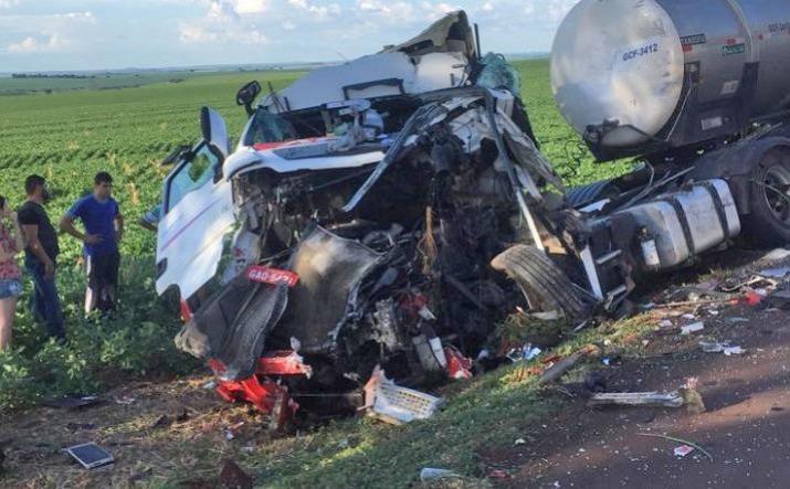Comerciantes de Campo Mourão e Cianorte sofrem grave acidente a caminho de São Paulo