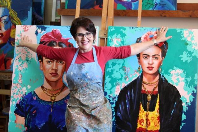 Artista paranaense comemora 40 anos de carreira com série de quadros que valorizam grandes mulheres