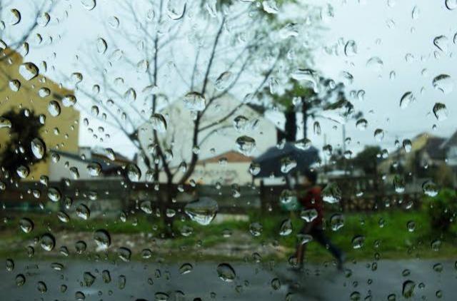 Frente fria se espalha pelo Paraná e deve trazer chuva para região, diz Simepar