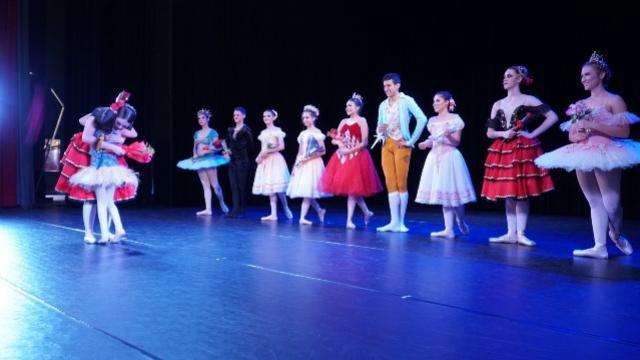 Academia Municipal de Ballet apresenta Sonho de uma noite de verão em Campo Mourão